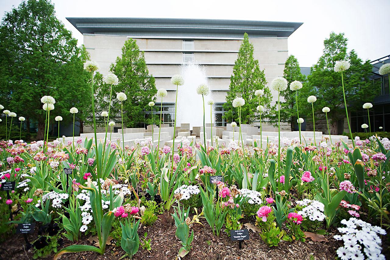 Lauren Andy Newfields Indianapolis Museum of Art Wedding 039